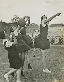 220px-statelibqld_1_251100_netball_players_in_action_on_the_court_spring_hill_brisbane
